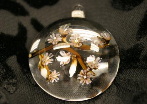 Cynthia's own pendant made by Akihiro Ohkama